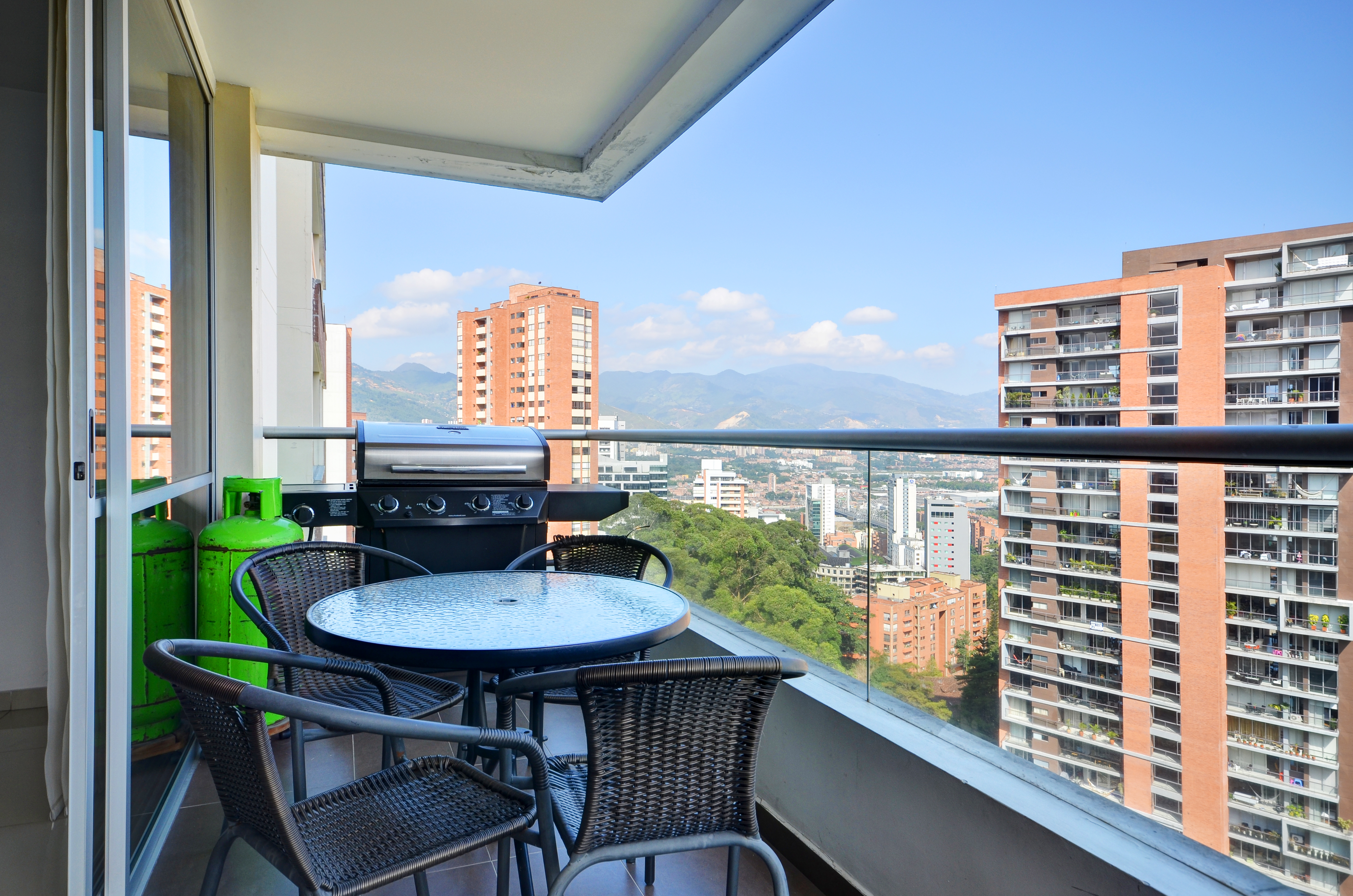 Property - image - CLASSIC APARTMENT NEAR SANTAFE MALL WITH GORGEOUS CITY VIEWS