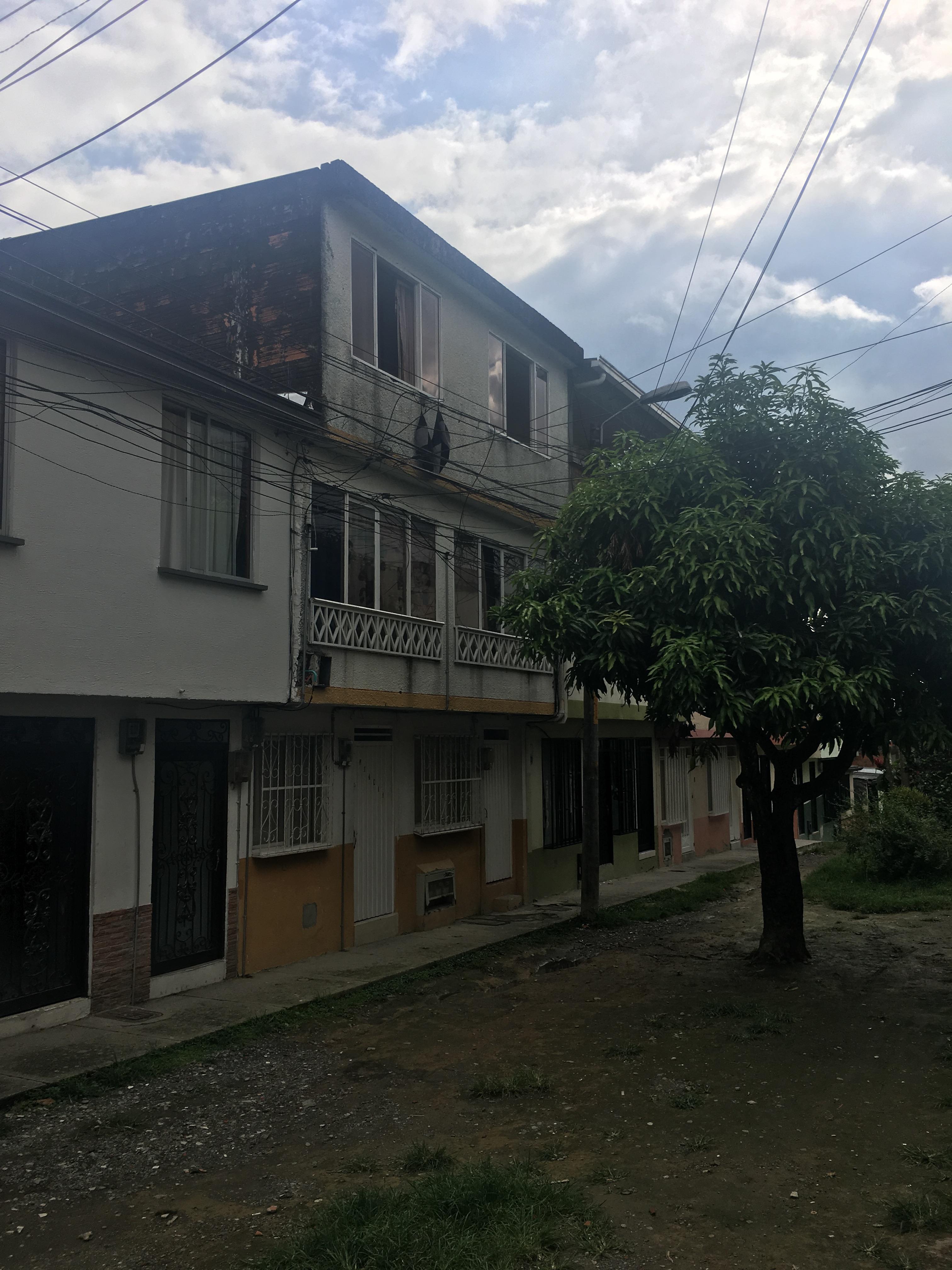 Casa en venta en goplaceit for Casas en remate pereira