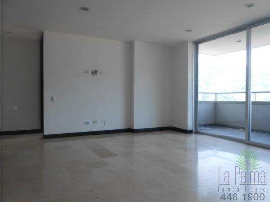 Apartamento en Arriendo en Sabaneta. 4 habitaciones, 136 m2