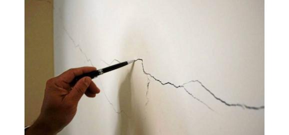 si sale una grieta en la pared en el inmueble que arrende quien responde